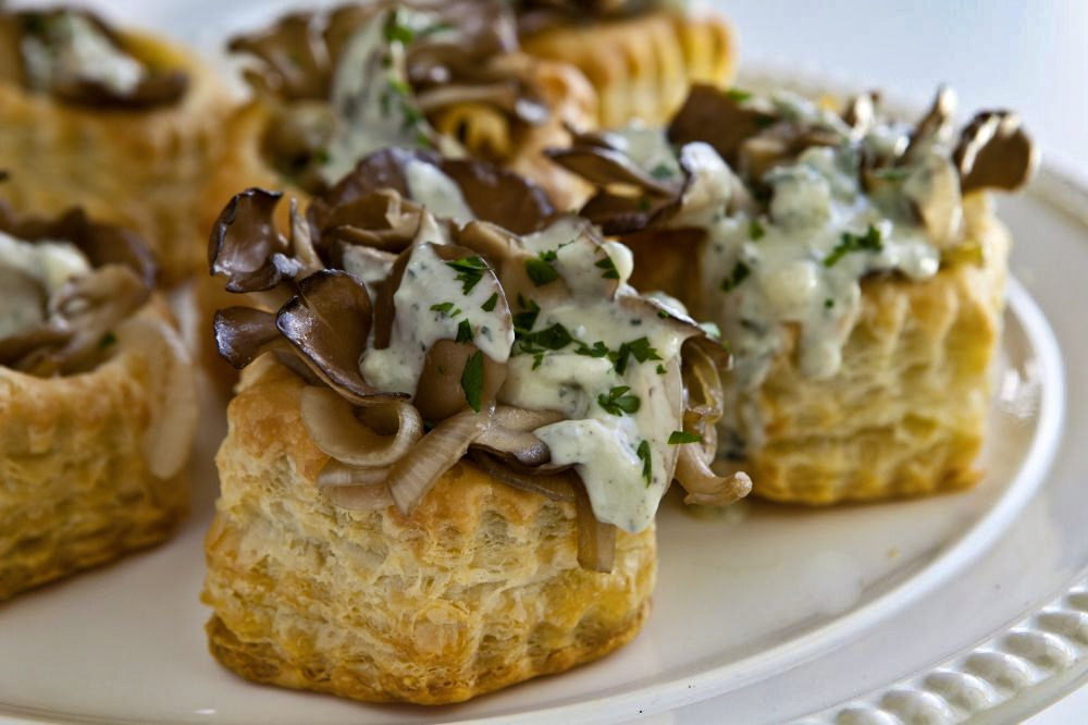 Puff pastry mushroom cups hokto kinoko company for Puff pastry canape ideas