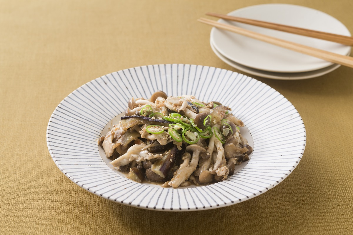 Stir- fried mushrooms with eggplant